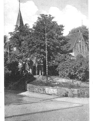 Kościół pw Św. Męczennika Stanisłąwa, widok z drogi