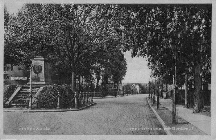 Pomnik przy Lange strasse