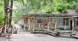 Schron w okolicy jeziora Szmaragdowego, przed renowacją