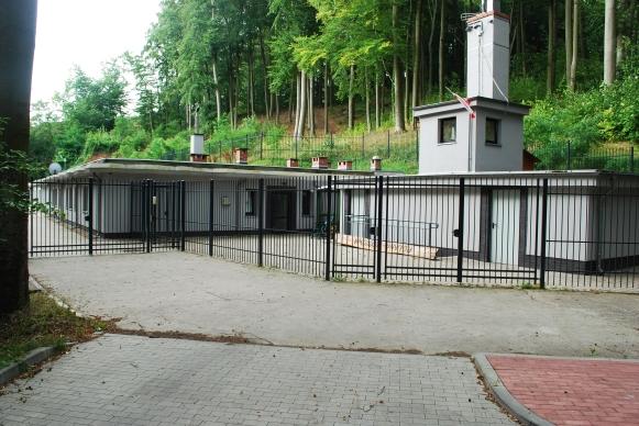 Schron w okolicy jeziora Szmaragdowego, po renowacjią