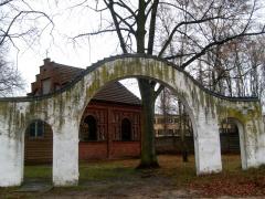 Brama cmentarna przy ulicy Chocimskiej w Szczecinie Żydowcasch